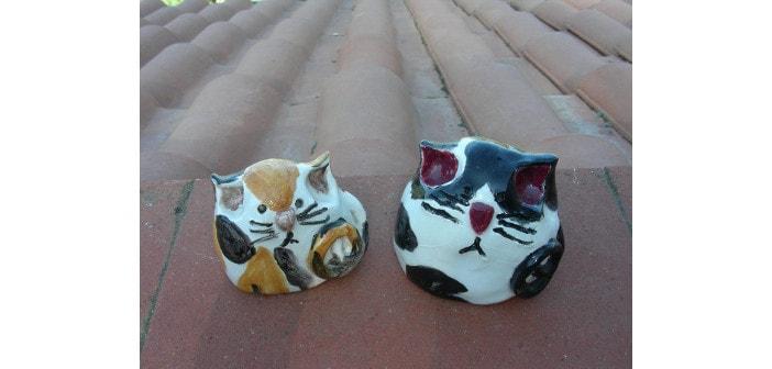Immagine di gatte in ceramica