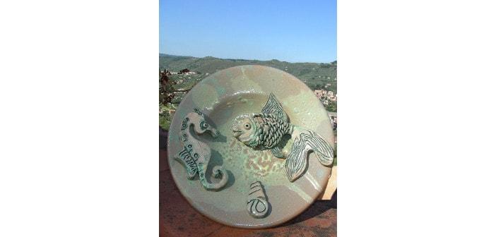 Immagine di piatti con elementi di mare