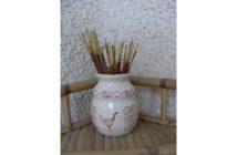 Immagine di un vasetto ad anse sgraffiato