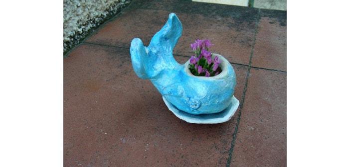 Immagine di una balena con sottovaso