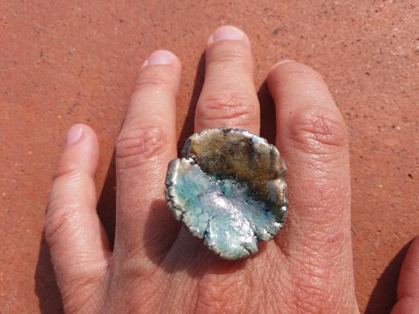 Immagine di un anello raku