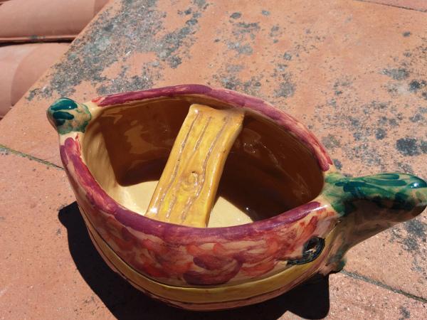Immagine della barchetta in ceramica vista dall'alto in esterno