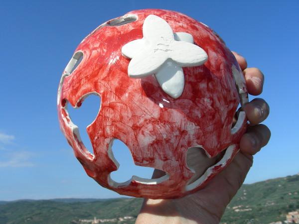 Immagine di una ciotola semisferica traforata proporzioni lato inferiore
