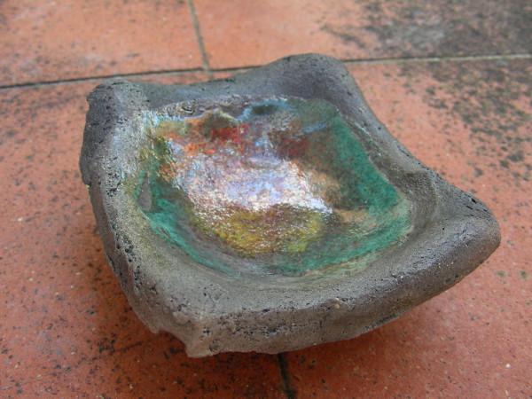 Immagine di una ciotolina raku con piedino