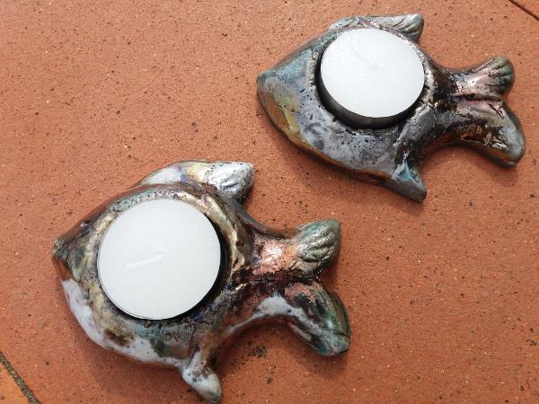 Immagine di portacandele a forma di pesce raku vista di sopra | Terra Accesa