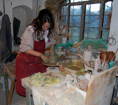 Una creazione in ceramica al tornio