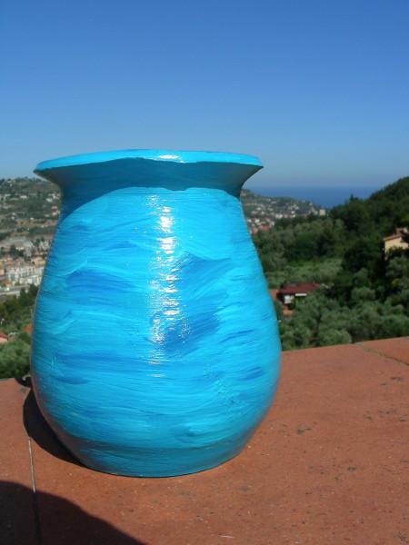 Immagine di un vaso azzurro vista esterna