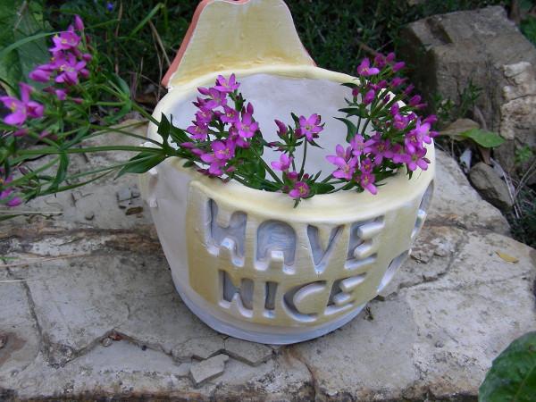 Immagine di un vaso Rolling Stones vista in esterno