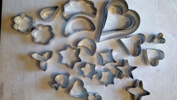 Immagine di alcune formine usate nel laboratorio di ceramica di Terra Accesa