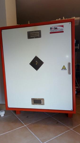 Immagine del forno elettrico nel laboratorio di ceramica di Terra Accesa