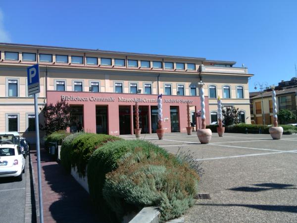 Immagine dell'ingresso del museo della ceramica di Montelupo Fiorentino