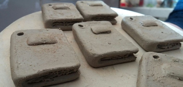 Ceramica Cecchetto Di Nove.Portachiavi In Ceramica Raku Progetto E Creazione Terra Accesa