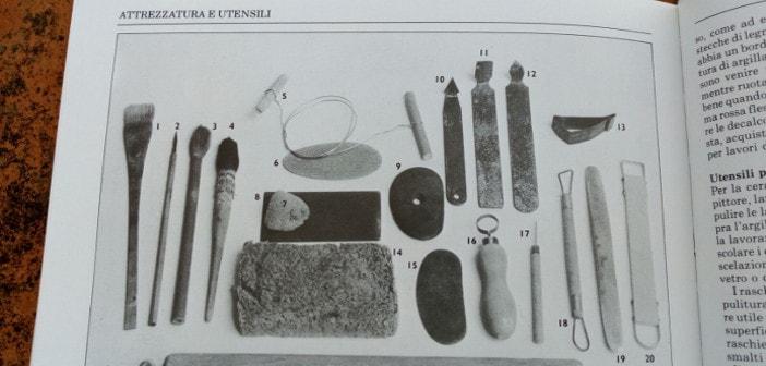Immagine della sezione degli utensili per la ceramica nel libro Manuale della Ceramica