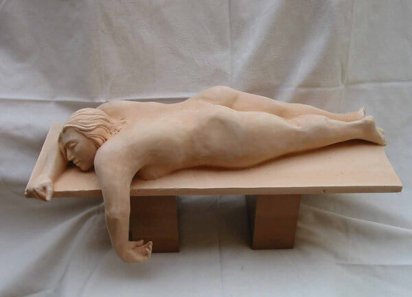 Immagine di un'oera di Fulvio Filidei, donna che si riposa