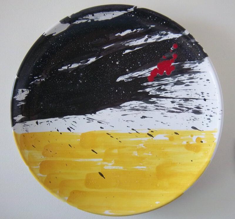Immagine di un piatto in ceramica di Silvestro Pampolini, Esperimento Numero Zero