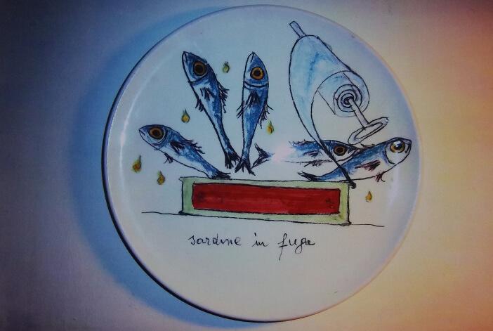 Immagine di un piatto in ceramica di Silvestro Pampolini, Sardine in fuga