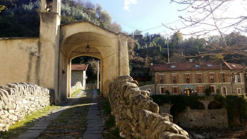 Immagine del ponte di Santa Lucia a Badalucco
