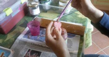 Immagine della colorazione degli orecchini in ceramica artigianale