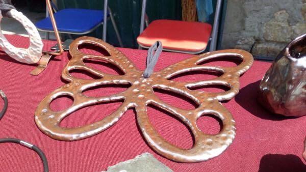Immagine di una creazione in ceramica artigianale