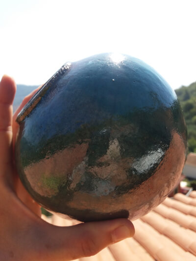 Immagine del vaso raku a forma sferica con dimensione totale