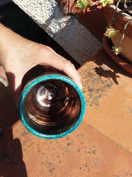 Immagine di un vaso raku stretto vista di sopra