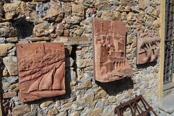 Immagine di opere in terracotta e ceramica