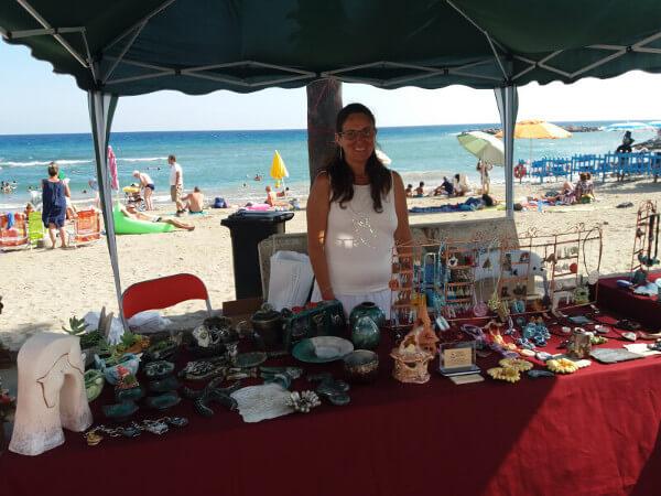 Immagine di Sonia Gianatti di Terra Accesa al mercatino di San Lorenzo Al Mare