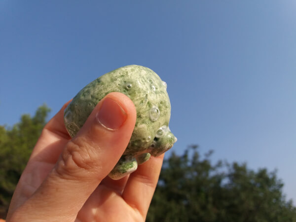 Immagine di una coppetta in ceramica artigianale verde, dimensione