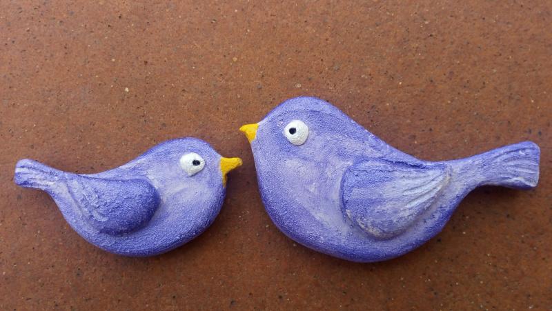Immagine di piccoli magneti a forma di uccelli